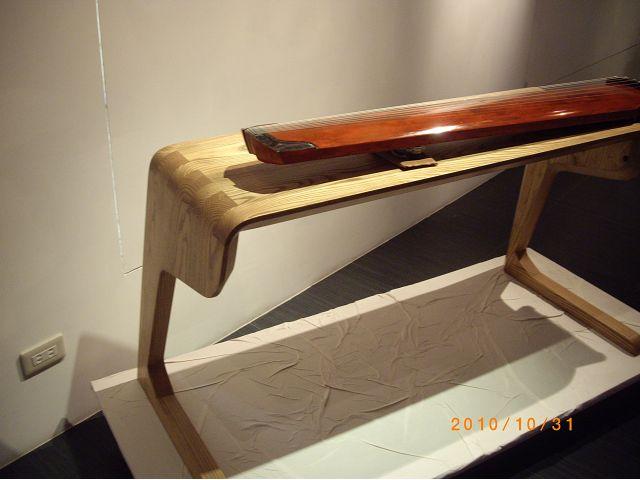 木工作品七弦桌-作者:黃冠霖